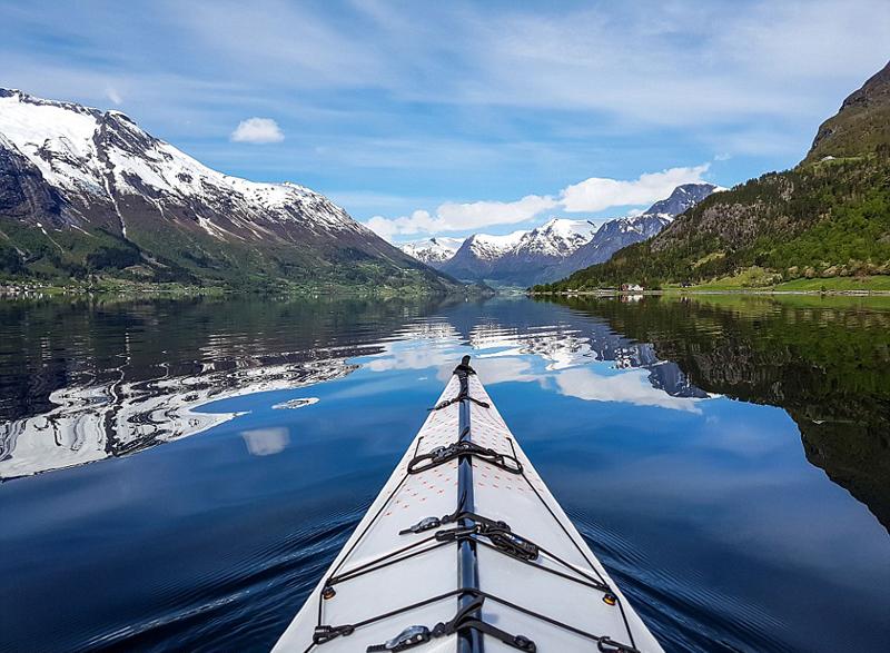 绝美景色令人窒息 挪威程序员乘皮划艇记录水域风光