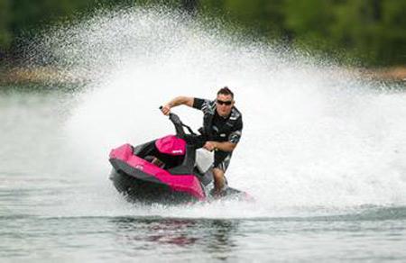 如何解决水上摩托的噪音及安全问题