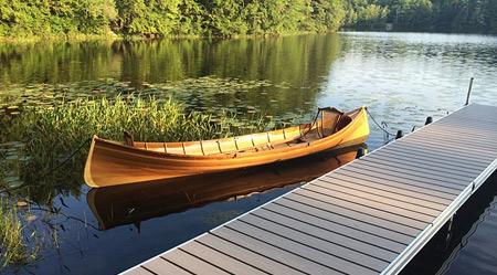 木制小船也很美