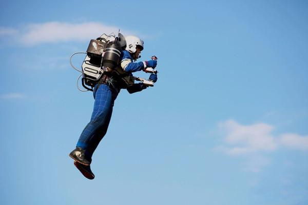 这个飞机背包已获得美国联邦航空局的飞行许可
