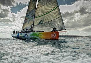 澳大利亚超模帆船手亮相 赢得悉尼至霍巴特帆船赛