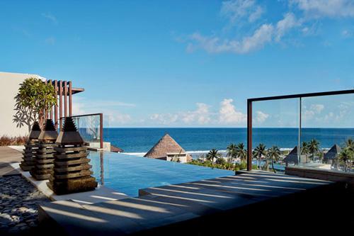 巴厘岛丽思卡尔顿酒店推出热带风情尊贵别墅之旅