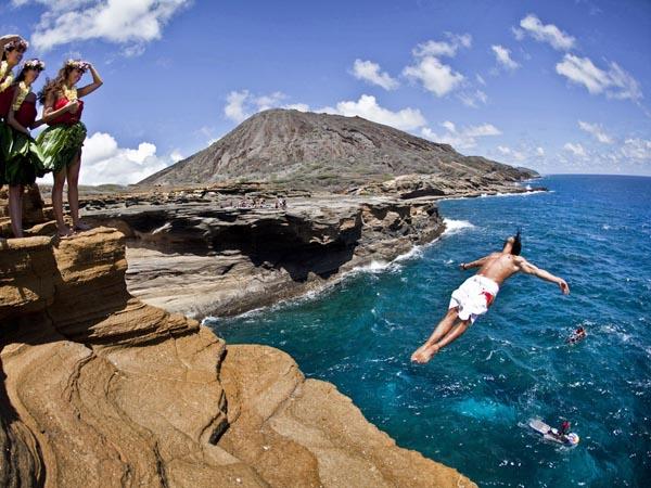 曼岛tt摔下悬崖