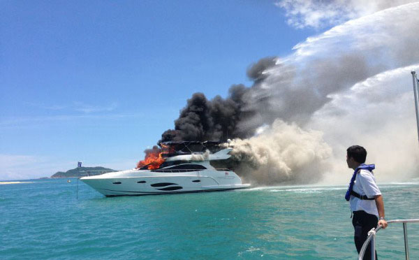 游艇出海在海上遇险如何求救?