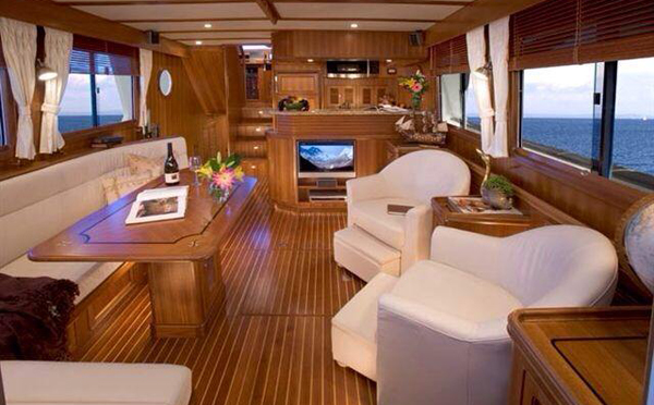 豪华游艇的沙发怎么保养和维护?