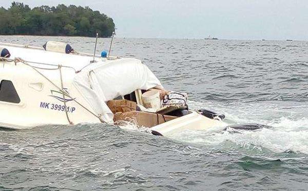 如何应对船外机意外浸水事故?