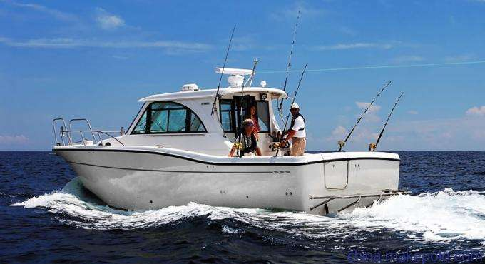 充气钓鱼船和玻璃钢钓鱼船的区别