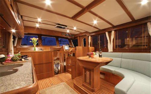 如何选择游艇的室内家具?
