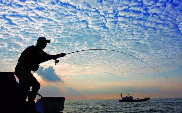 游艇出海海钓钓点有什么技巧?