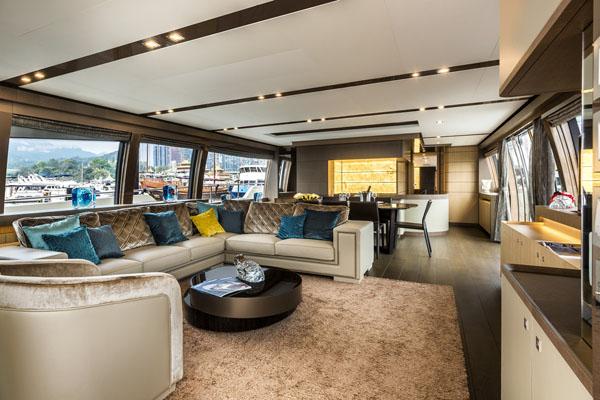 游艇上的家具要如何打蜡?