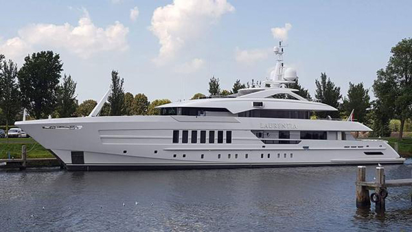 Heesen游艇Laurentia在海上试航后发现