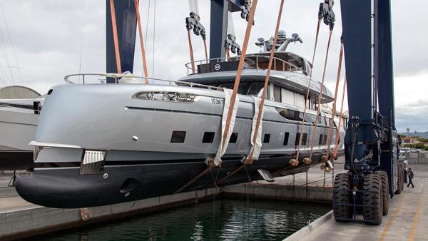 保时捷设计的Dynamiq GTT 115游艇发布