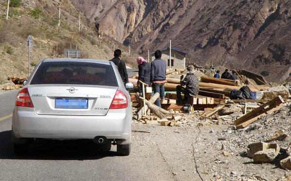 开车时遇到地震怎么办?