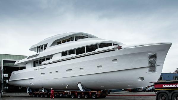 36.3米Martinique系列第二艘船体和上部结构完美连接